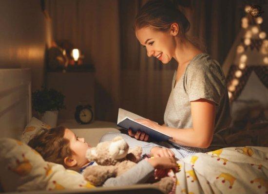 Читание книги ребенку перед сном