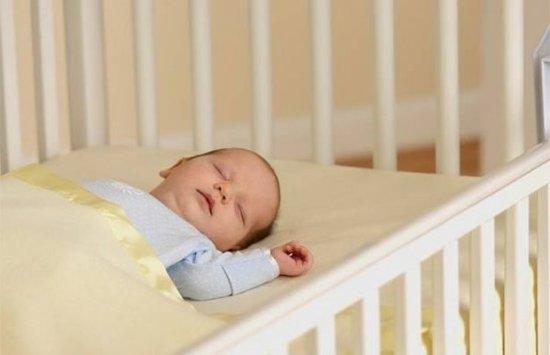 Сон новорожденного без подушки