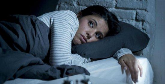 Женщина засыпает
