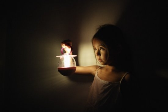 Ребенок в темноте